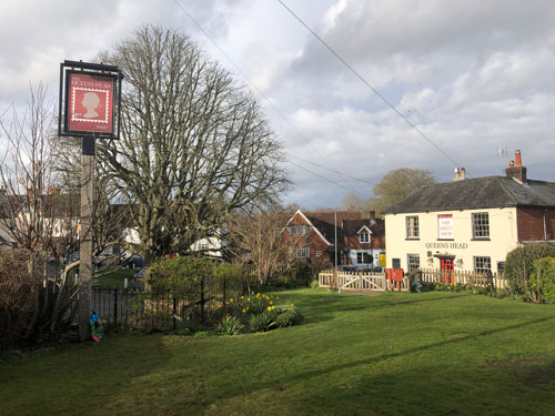 The Queens Head Pub Sheet Petersfield Hampshire - Pubs Near Petersfield - Takeaway Pizza - Pizzas - Cask Ales & Excellent Food